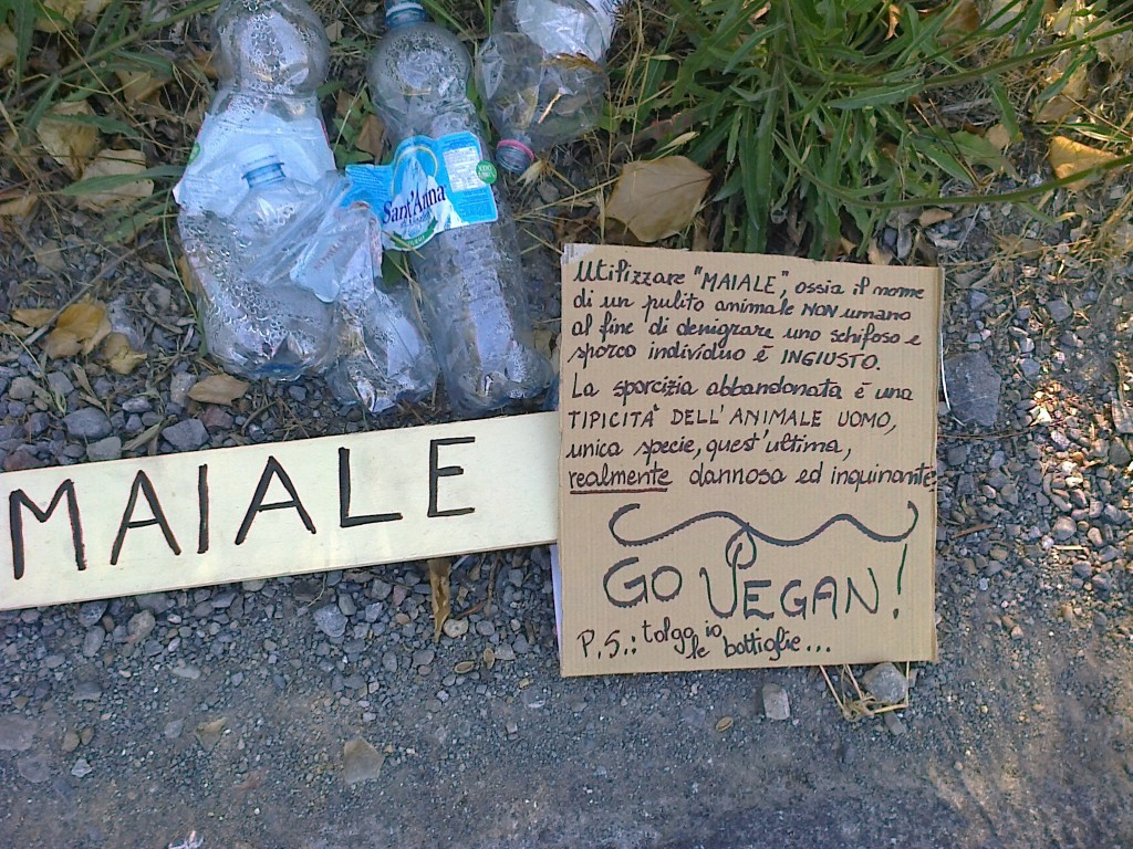 Immagine di un cartello antispecista e di uno specista