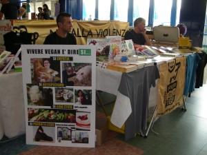 Foto dello stand di Vivere Vegan