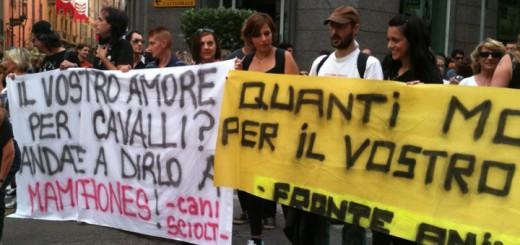 Manifestanti al Palio di Asti