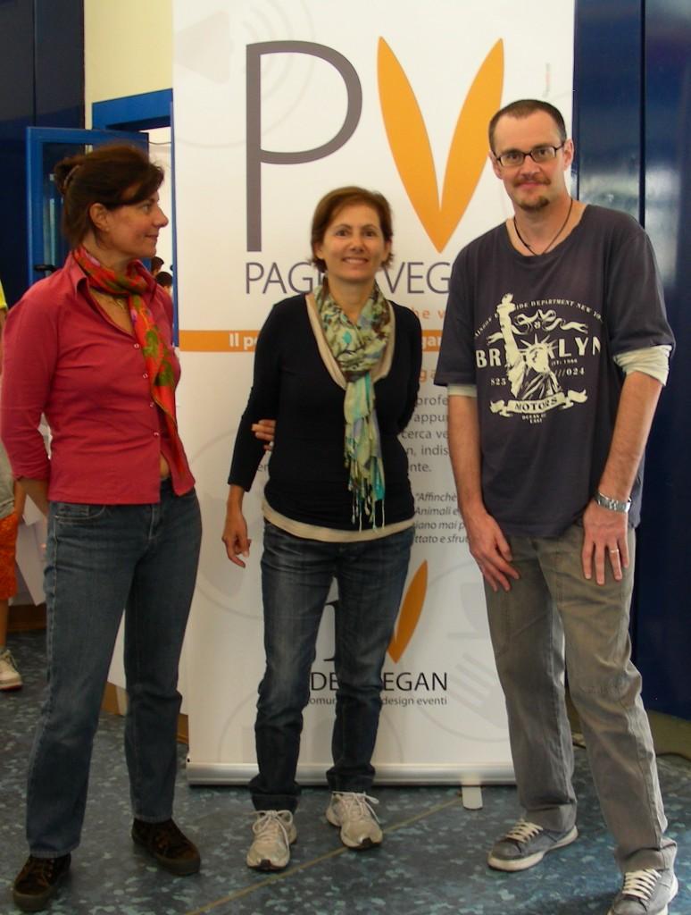 Foto dello staff di Pagine Vegan: Ilaria Beretta, Dora Grieco, Luciano Vio